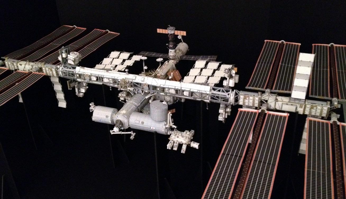 ISS 1:100 AXM combo kit
