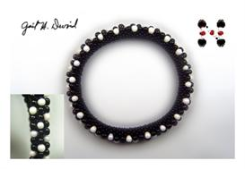 black and white 3-drop bead crochet bracelet