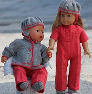 dollknittingpatterns - 0118d vanja - buksedress, jakke, hårbånd, sokker, lue til american girl doll og lue til baby born. (norsk)
