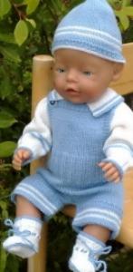 dollknittingpatterns - 0002d timmy- genser, bukse, lue og sokker i lysblått og hvitt -(norsk)