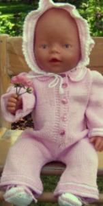 dollknittingpatterns - 0003d elise - dress, skaut og sokker -(norsk)