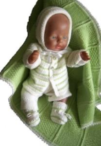 dollknittingpatterns -0004d christina - babyjakke, lue, kort buksedress, sokker og deilig babyteppe-(norsk)