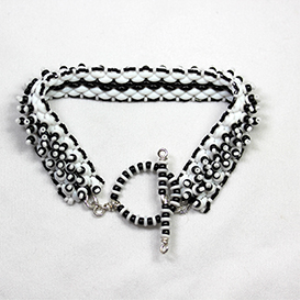 black and white mountains bracelet pattern