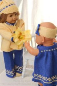 dollknittingpatterns 0133d klara - dress, kjole, hårbånd, truse, sko, skyggelue og jakke-(norsk)