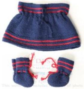 dollknittingpatterns - 2016 julehilsen - juleskjørt og sokker (norsk)
