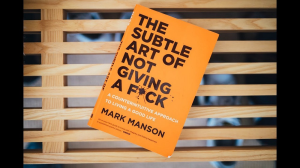mark manson. the subtle art of not giving a f*ck: a counterintuitive approach to living a good life (epub)
