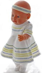 dollknittingpatterns 0193d sue - zomer rokje, truitje met korte mouw, broekje, haarband en sokjes-(nederlands)