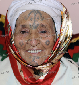 shawiya or chaouia berber woman with tattoos, morocco, yasmin bendaas, 2013