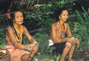 Sakuddei women, Mantawai, Marco Bratt, 1980 | Photos and Images | Travel