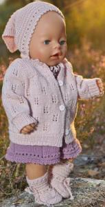 dollknittingpatterns 0222d inga lill - kjole, truse, jakke, pannebånd, skaut og sokker-(norsk)