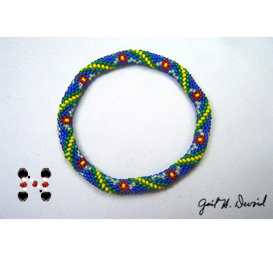 red daisies bead crochet bracelet